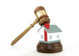 martelo-de-juiz-ameaca-destruir-casinha-de-brinquedo-1312234551904_560x400